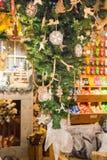 Zaanse Schans, die Niederlande - 13. Dezember 2016: Dekorationen im Dorf von Zaanse Schans, Holland Lizenzfreies Stockbild
