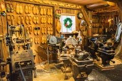 Zaanse Schans, die Niederlande - 13. Dezember 2016: Dekorationen im Dorf von Zaanse Schans, Holland Lizenzfreie Stockfotografie