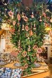 Zaanse Schans, Países Baixos - 13 de dezembro de 2016: Decorações na vila de Zaanse Schans, Holanda Fotos de Stock