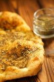 Zaatar pikantności mieszanka z naan chlebem Zdjęcia Stock