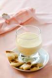 Zabaione, dessert italien fait en jaunes d'oeuf, sucre, et vin de Marsala Images stock