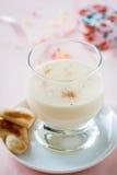 Zabaione, Italiaans die dessert van eierdooiers wordt gemaakt, suiker, en Marsala Royalty-vrije Stock Foto