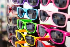 Zabawa kolorowi okulary przeciwsłoneczni Fotografia Stock