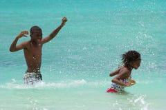 Zabawa w morzu, Barbados Obraz Royalty Free