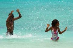 Zabawa w morzu, Barbados Zdjęcie Royalty Free