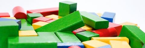 Zabawka bloki, multicolor drewniane budynek cegły Obrazy Royalty Free