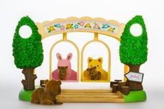 Zabawka niedźwiedzie na huśtawkach Obrazy Royalty Free