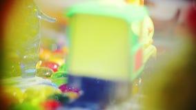 Zabawka sklepu reklama z kontrpara pociągu modelem na kolejach klingeryt kolorowa zabawka zbiory wideo