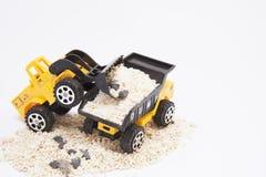 Zabawkarscy samochody kopią łopatę w samochód Zdjęcia Stock