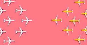 Zabawkarscy samoloty przeciwstawia each inny fotografia royalty free