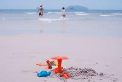 Zabawkarska plaża i rodzina Fotografia Stock