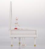 zabawkarska pozytywka lub pianino pozytywka na tle Fotografia Stock