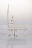 zabawkarska pozytywka lub pianino pozytywka na tle Zdjęcie Royalty Free