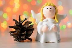 Zabawkarski anioł z książką w ręce Zdjęcia Royalty Free