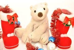 Zabawkarski biały niedźwiedź z Bożenarodzeniowymi zabawkami Zdjęcia Stock