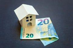 Zabawkarski dom i euro zdjęcia royalty free