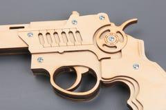 Zabawkarski drewno pistolet na szarym tle Fotografia Stock