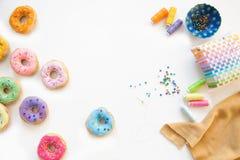 Zabawkarski jedzenie dla dziecka ` s gier Ręcznie robiony donuts robić tkanina, Obraz Royalty Free