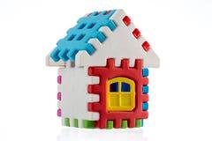 Zabawkarski kolorowy dom odizolowywający na białym tle Obraz Royalty Free