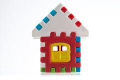 Zabawkarski kolorowy dom odizolowywający na białym tle Fotografia Stock