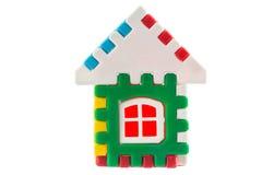 Zabawkarski kolorowy dom odizolowywający nad białym tłem Zdjęcia Royalty Free