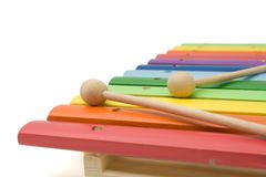 Zabawkarski kolorowy ksylofon, odizolowywający, z przycinać pa fotografia stock