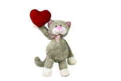 Zabawkarski kot trzyma serce to walentynki dni Fotografia Stock