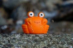 Zabawkarski krab na skale obraz stock