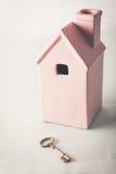 Zabawkarski menchia dom z złoto kluczem Obrazy Royalty Free