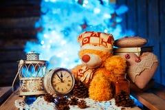 Zabawkarski niedźwiedź, cacao, budzik i rożki, Obraz Stock