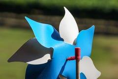Zabawkarski pinwheel w wietrznej pogodzie Obraz Stock