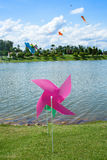 Zabawkarski pinwheel w wietrznej pogodzie Obrazy Stock