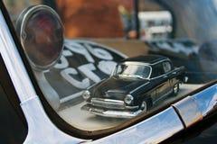 Zabawkarski Radziecki samochodowy Volga GAZ-21 wśrodku samochodu Fotografia Stock