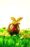 Zabawkarski renifer na zielonej trawie Obraz Stock