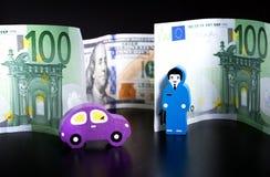 Zabawkarski samochód, dolary i euro na czerni, człowiek się tła smoking trzy piękne kobiety zdjęcie royalty free