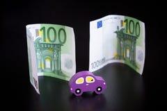 Zabawkarski samochód i euro na czerni zdjęcie stock