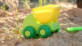 Zabawkarski samochód na piasku dla dziecko gier zbiory wideo