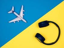 Zabawkarski samolot z hełmofonami fotografia stock