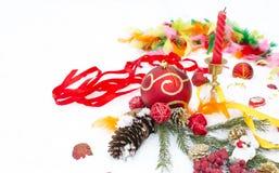Zabawki i biżuteria na śniegu od świeczek Obrazy Stock