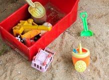 Zabawki na piaska tle Zdjęcie Stock