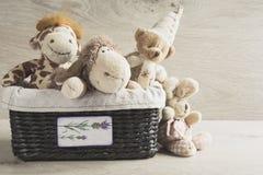 Zabawki w łozinowym koszu na stole Obraz Stock