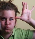 zabawna dziewczyna robi zabawy Zdjęcie Stock
