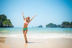 Zabawy dziewczyna przy plażą Obraz Royalty Free