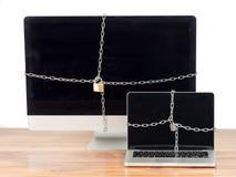 Zabezpieczać komputery z kędziorkiem Zdjęcie Royalty Free
