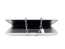 Zabezpieczać laptop z łańcuchem i kędziorkiem Obrazy Stock