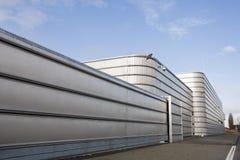 Zabezpiecza metalu przemysłowego budynek Obrazy Royalty Free