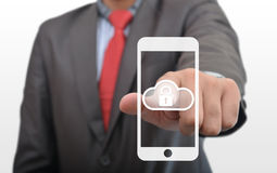 Zabezpiecza Obłocznych dane w Smartphone Zdjęcia Royalty Free