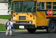 zabierz dzieci do autobusu zdjęcia stock
