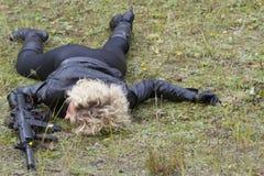 Zabity żeński żołnierz zdjęcia stock