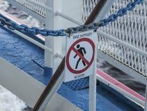 Zabraniać znaka na pokładzie statek Zdjęcie Stock